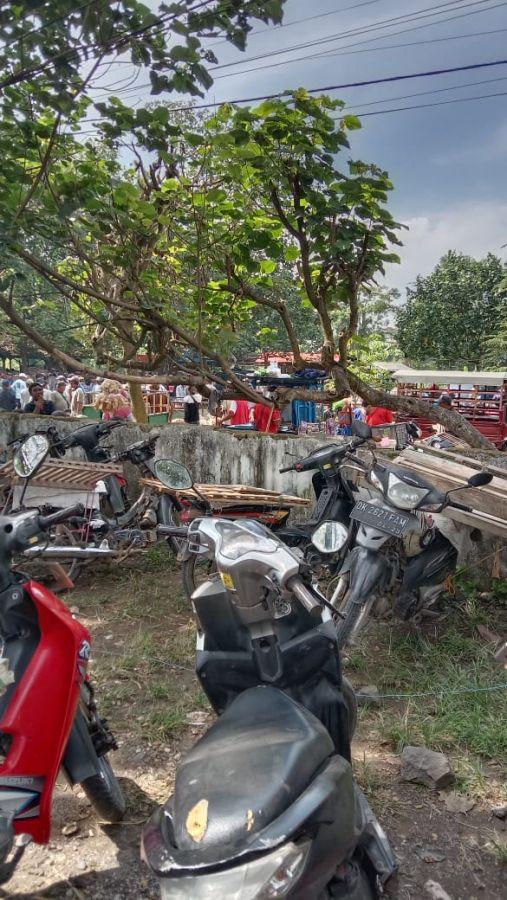 Suasana Pasar Kamis Balung Kulon Jember