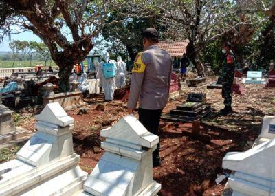 Babinsa Kawal Pemakaman Covid 19 Di Anggo Rukmo