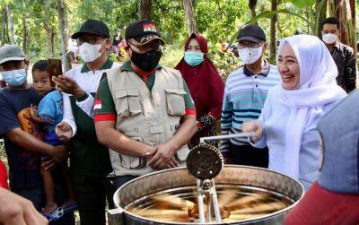 Bupati Bojonegoro Hadiri Panen Serta Perkenalkan Produk Madu Lokal Asli Bojonegoro