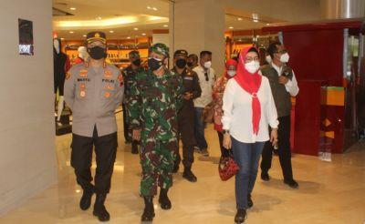 Dandim dan kapolres sukoharjo didampingi Bupati, inspeksi operasional prokes mall di sukoharjo
