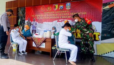 Forkopimda Bojonegoro Ikuti Acara Virtual Kunjungan Panglima TNI dan Kapolri Tinjau Vaksinasi Massal