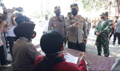 Kapolda Jatim Lakukan Pengecekan Vaksinasi di Gedung Sasana Praja Ponorogo