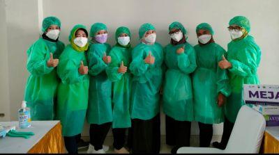 Kolaborasi dengan Polda JaTim dan Relawan Vaksinator Gresik Tangguh Langsungkan Vaksinasi