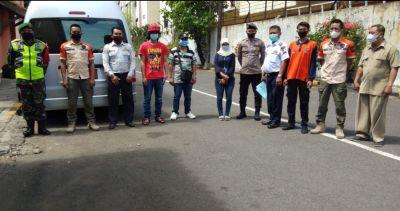 Petugas Gabungan Pekerja Migran Indonesia (PMI) Setelah Selesai Menjalani Dua Hari Masa Karantina di
