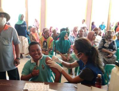 Vaksinasi di Pulau Giliiyang Membeludak Mencapai Lebih 1000 Dosis